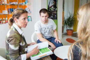 Betriebliche Ausbildung von A bis Z: Das neue KAUSA Fachglossar